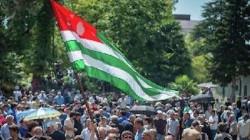 Lugansk, Abhazya'nın tanınmasını gündeme aldı