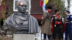 Kazaklar Putin'i imparator yaptı