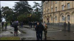 Abhazya'da protestocular meydanı terketmeyeceklerini söylediler