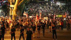 Gürcistan'da protestocular istifa istiyor