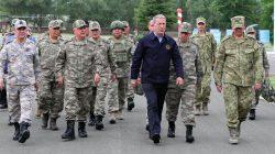 Hulusi Akar'dan Ermenistan sınırına çıkarma