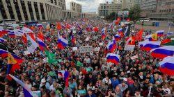 Putin karşıtları sokakları doldurdu