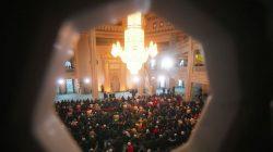Moskova'da bayram namazı: Camilere sığmayan 100 binden fazla Müslüman namazı sokaklarda kıldı