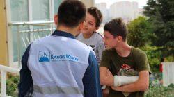 Kafkasyalı çocukları sevindiren kırtasiye yardımı