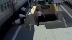 Krasnodar'da yaşlı adam trenin altında kalıyordu