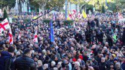 Gürcistan'da göstericiler erken seçim taleplerinde ısrarcı
