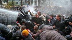 Gürcistan'da güvenlik güçleri protestoculara müdahale etti