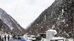 Trans-Kafkasya kara yolu çığ tehlikesi sebebiyle trafiğe kapatıldı