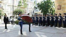 Azerbaycan'da cumhuriyetin 102. yıl dönümü kutlandı