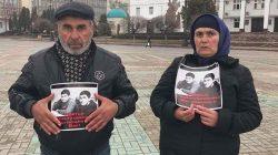 Mahaçkale'de öldürülen Gasangusenov kardeşlerin anne ve babası eylemlerine devam ediyor