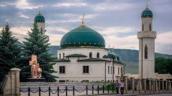 Karaçay-Çerkes'te toplu halde kılınan namazlara ara verildi