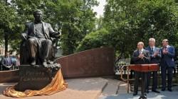 Moskova'da Rasul Hamzatov anıtı açıldı