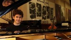 Suriyeli Çerkes genci müzik dehası çıktı